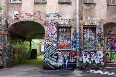вандализм и порча имущества
